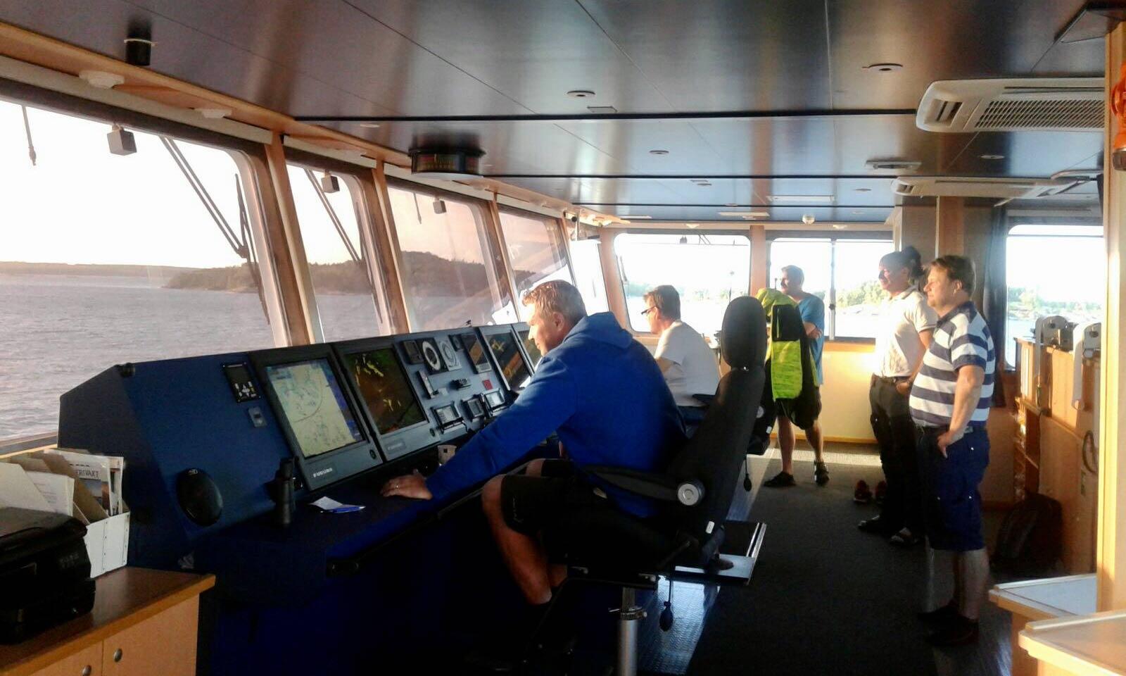 Finnpilotin luotsit harjoittelevat Meriauran EcoCoaster-aluksella